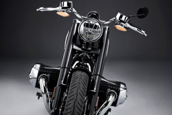 P90386407_highRes_the-bmw-r-18-first-e-683x1024