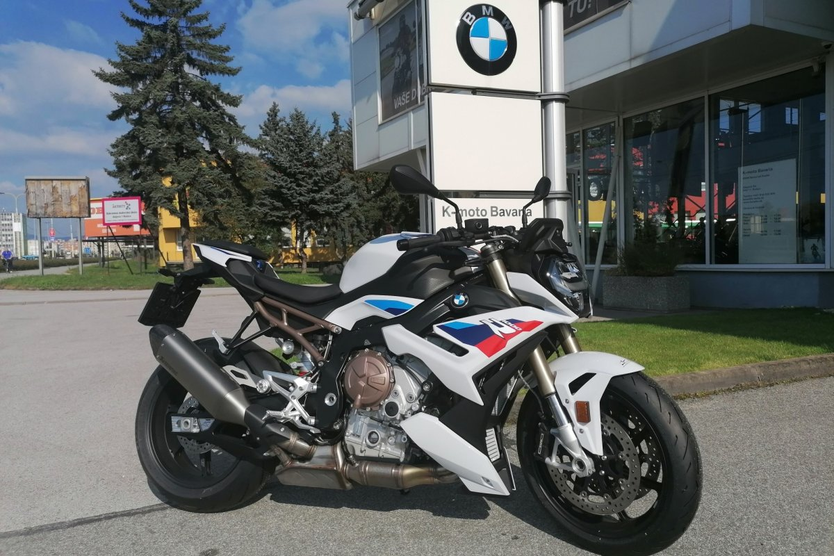 P90407256_highRes_the-new-bmw-s-1000-r