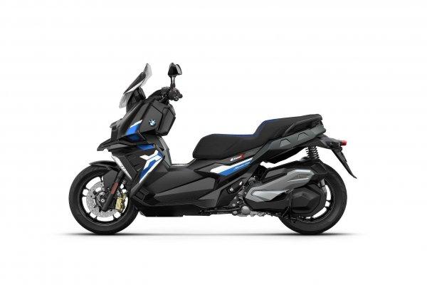 P90412876-bmw-c-400-x-blackstorm-metallic-racingblue-metallic-matt-02-2021-2121px