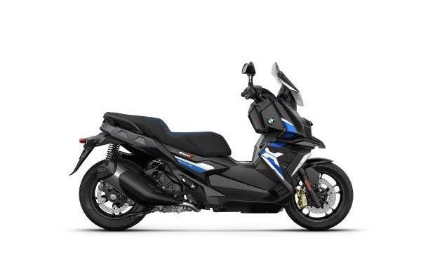 P90412877-bmw-c-400-x-blackstorm-metallic-racingblue-metallic-matt-02-2021-600px