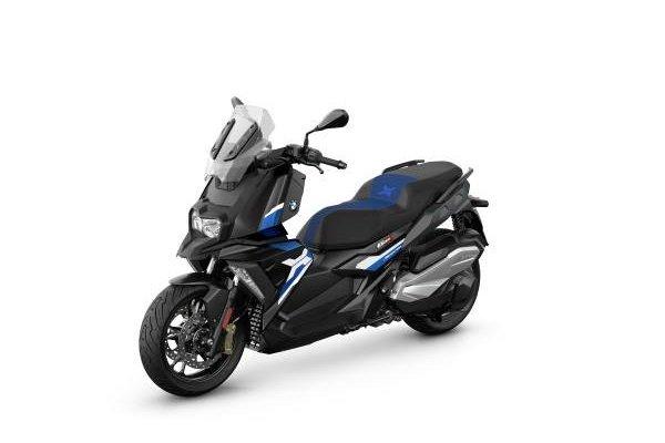 P90412874-bmw-c-400-x-blackstorm-metallic-racingblue-metallic-matt-02-2021-600px