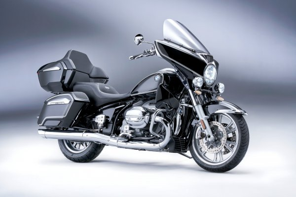 P90431037_highRes_the-new-bmw-r-18-tra