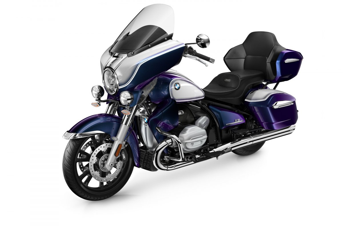 P90431004_highRes_the-new-bmw-r-18-tra